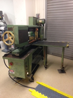 Horizontal Cut-off Saw in machine lab